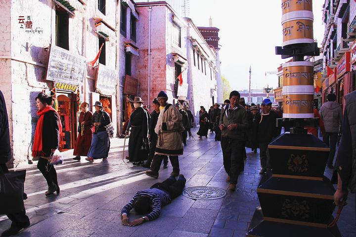 拉萨市八廓街_起来的,位于拉萨市旧城区,是拉萨著名的转经道和商业中心,较完整地