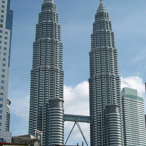 广州塔),以前的标志建筑——吉隆坡电视塔早已相形见