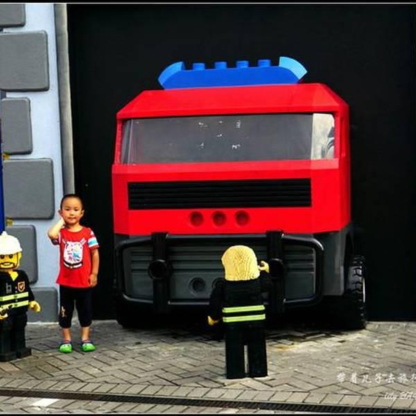 警察乐高房子图片
