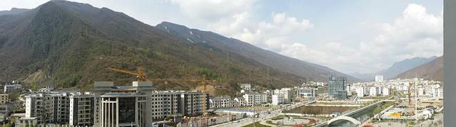 松柏镇是神农架林区政府驻地,位于区境东北部,坐落在巍峨的送郎山图片