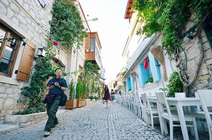 希腊圣托里尼一直是我心目中的圣地,蔚蓝的爱情海,蓝顶白墙,五彩小屋