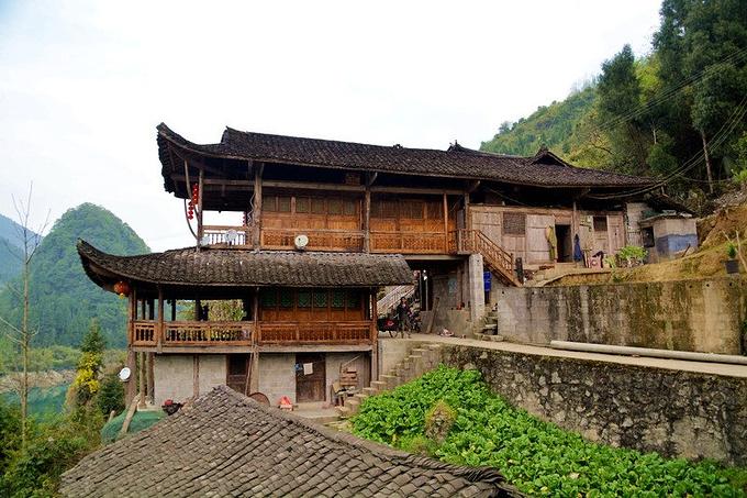 除摆手舞外,后溪的民间文化和习俗流传下来的还有山歌,木叶情歌,渔歌