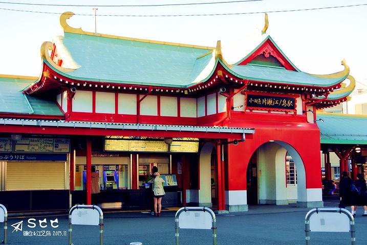 交大庙门_这个站台有点中国风有木有,和交大庙门好像呀!