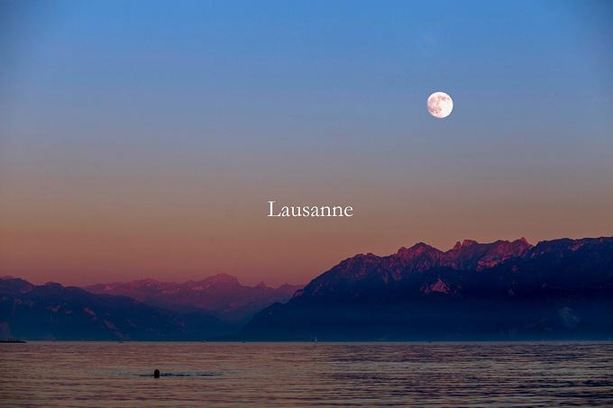 半年的时光,雨后凛虹,湖畔薄暮,以至光风霁月,雷电星斗…&
