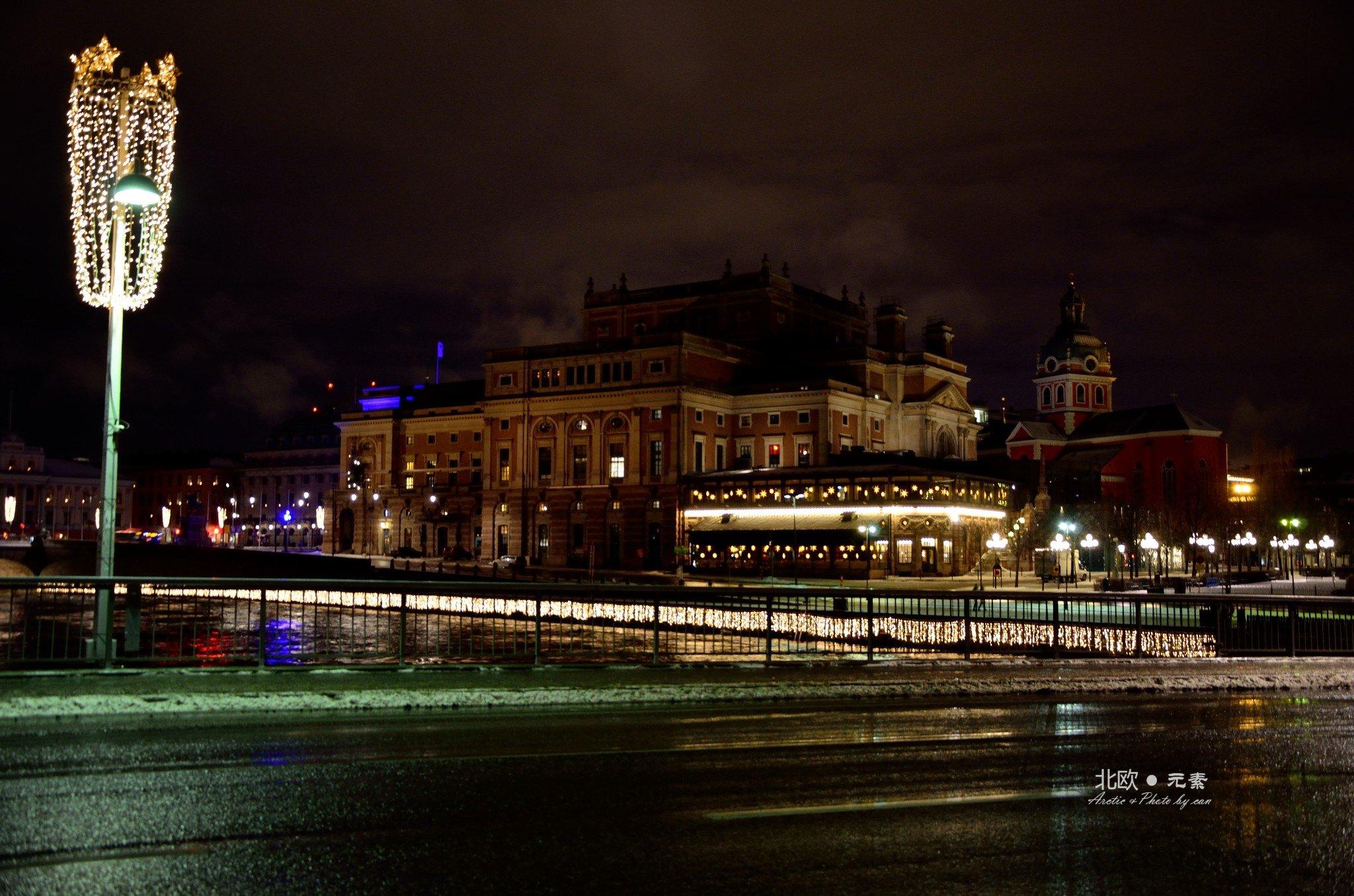 远看瑞典皇宫,又增加了一丝城堡般的神秘感
