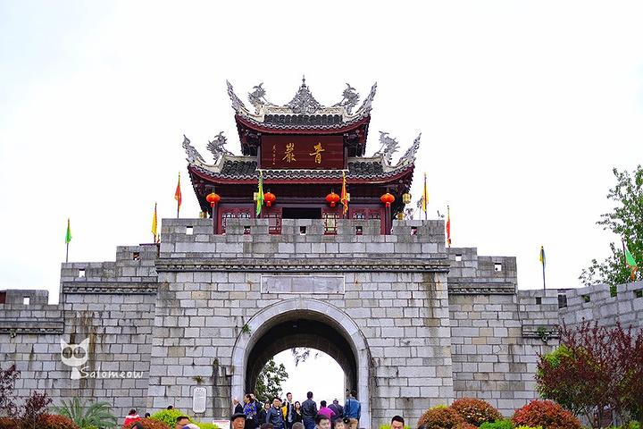 青岩古镇被称为贵州四大古镇之一,也是贵阳周边最热门的景点,有着诸如