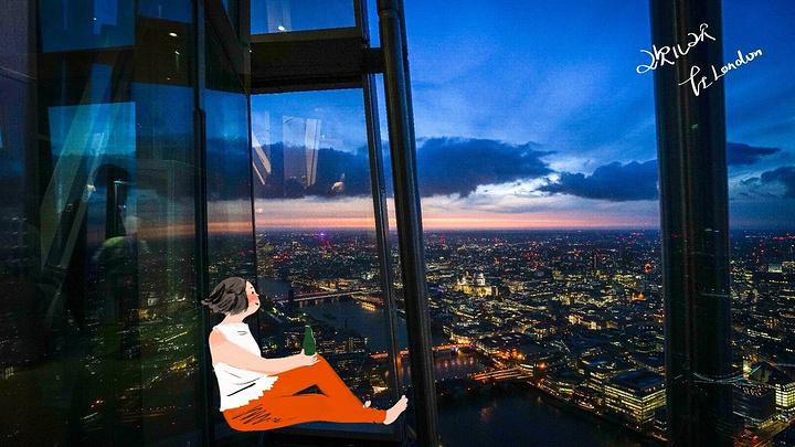全玻璃的建筑体,映出一片蓝天白云庐山恋电影免费图片