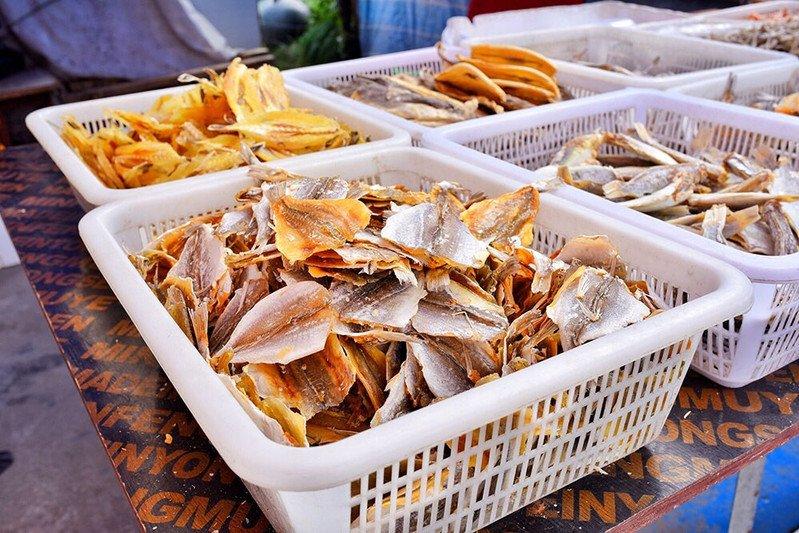海鲜美食街摊位