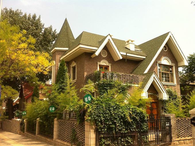 日式别墅街,各种各样日式的小风情,这家叫'听香',闭上占地的房子十亩图片