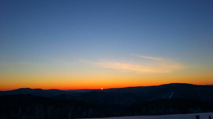 推介大家可以去看看羊草山日出,风景很美下面会上图