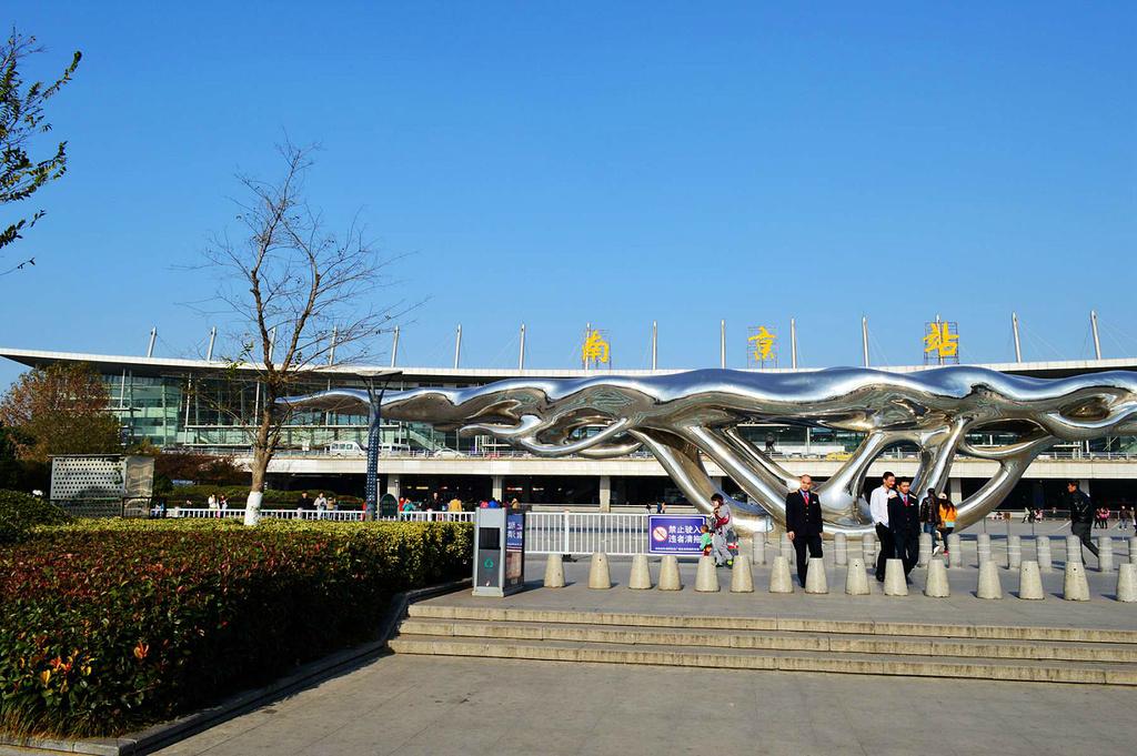 周边景区:南京站周边有玄武湖景区,玄武门景区,红山森林动物园等主要