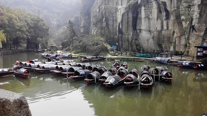 浙江三大湖:杭州西湖,嘉興南湖和紹興東湖,但是東湖里面的峭壁都是