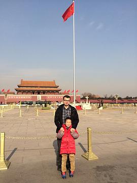 为了看升旗,我们两个人就在距离天安门广场最近的kfc