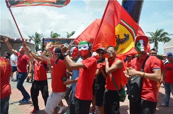 吉隆坡旅游攻略 我在吉隆坡  现场真心热闹,各色手举大旗的车队拥趸