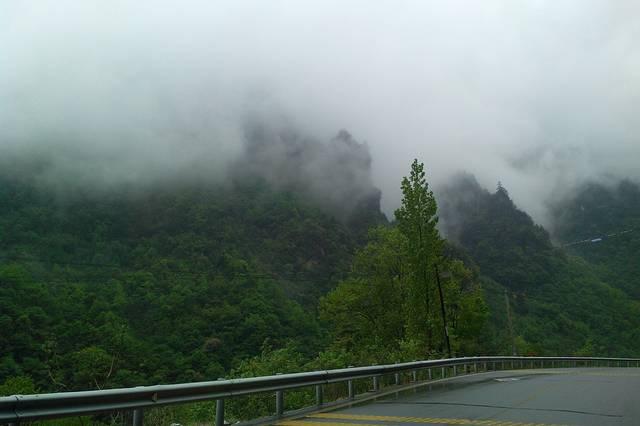 五月一日一早就十堰高速免费通行到房县