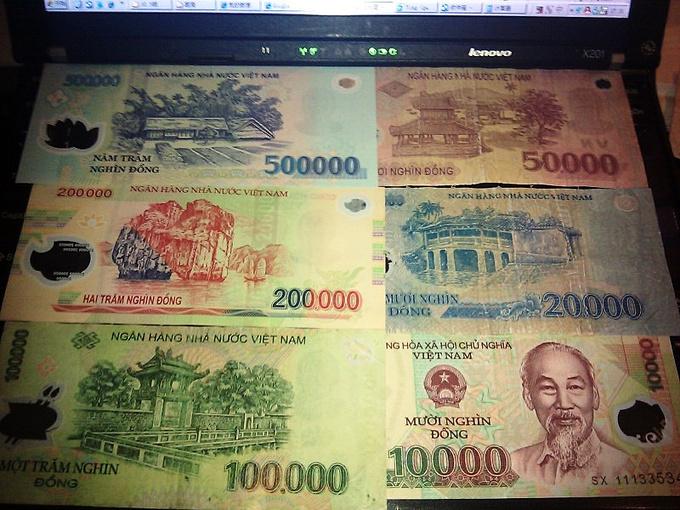 越南自由行  所以哥们我在机场用2000人民币迅速换了650多万越南盾