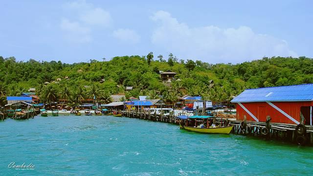 瓜隆岛地处泰国湾,距离西哈努克约2个小时,游客多为欧洲人,岛上有多处
