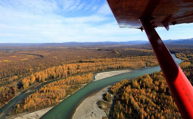 从talkeetna起飞,一路上辽阔宽广的平原森林