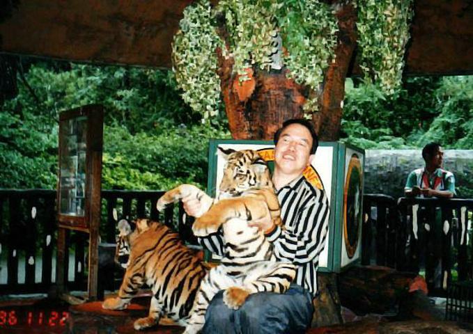 雅加达的拉古南动物园是荷兰殖民者留下来的,有动物270多种,3000多只.