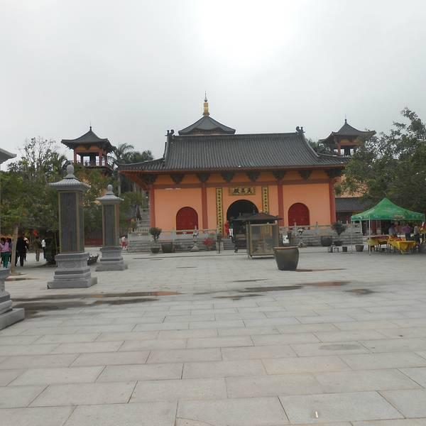 在万佛塔处俯览整个禅寺
