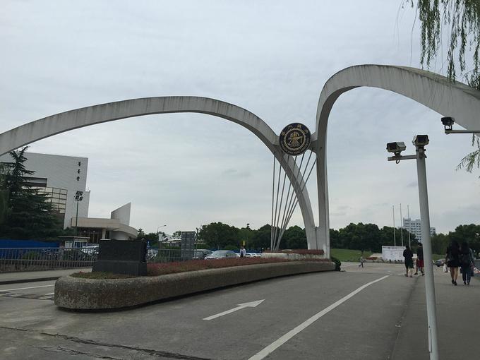 交大拖鞋门_上海交通学有名的拖鞋门,真名忘了
