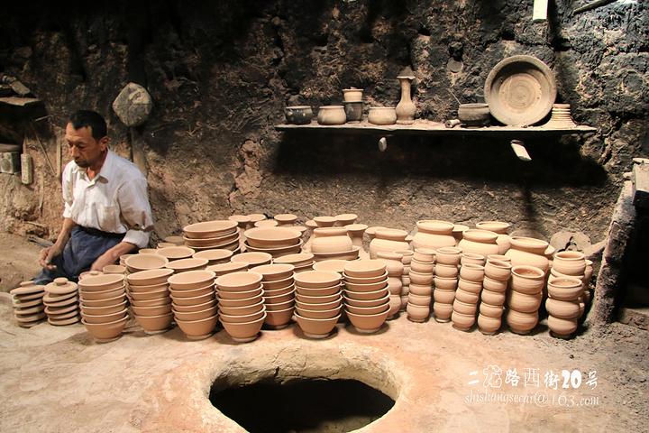 为土木,砖木结构,不少传统民居已有上百年的历史,是中国唯一的以