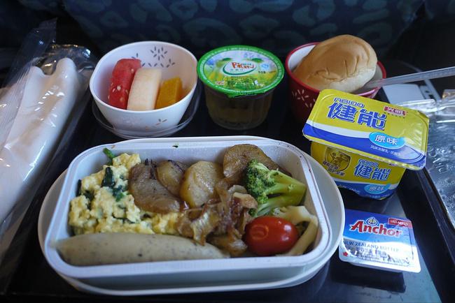 飞机上用了炒鸡蛋和香肠