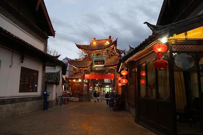 四方庙会小吃一条街图片