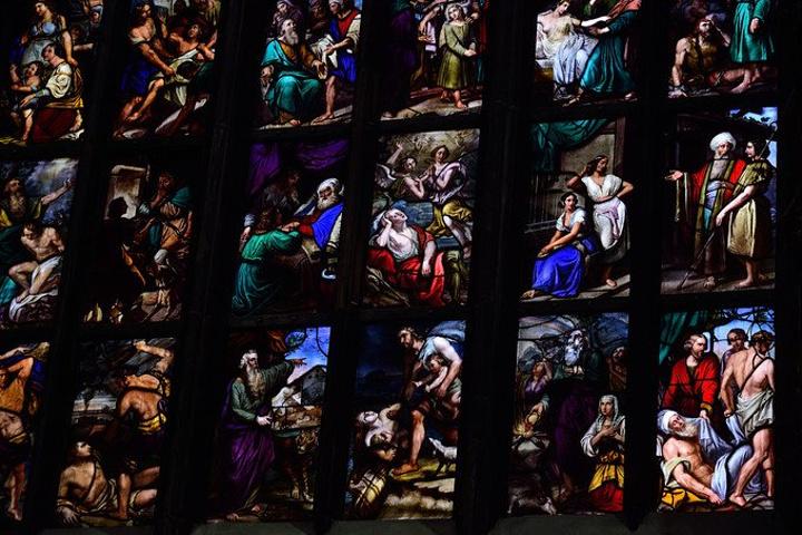 """""""哥特式建筑的威压仪式感搭配奢华的彩玻和黄._米兰大教堂""""的评论图片"""