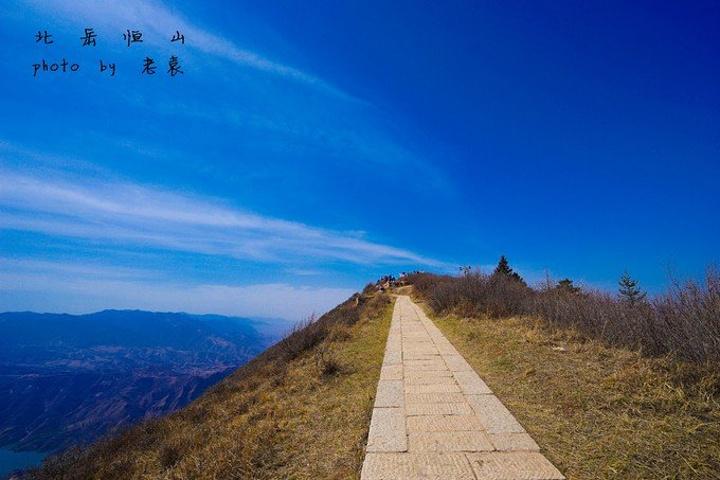 殿前景色非常开阔.恒山所处地理位置特别,拥有着特殊的秀丽景色.图片