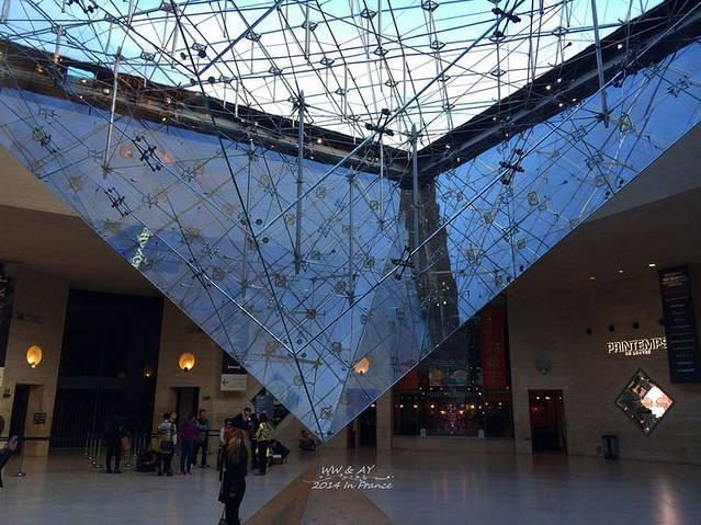 卢浮宫大玻璃金字塔下的倒金字塔,解读达芬奇密码吧