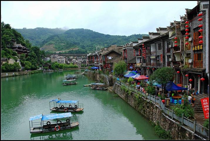 镇远舞阳河,国家级风景名胜区,位于历史文化名城镇远县城西28公里的