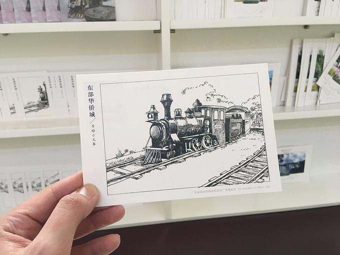 我们选了一张手绘小火车的明信片