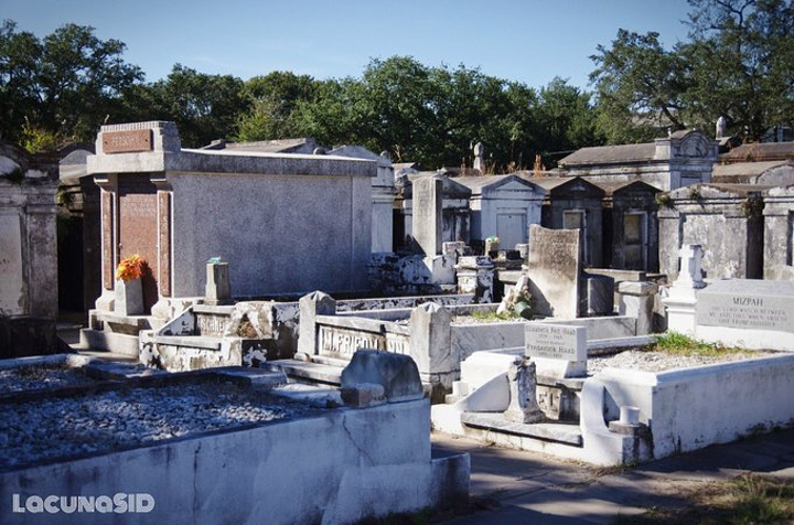 的移民,老旧破败的坟墓吸引着来自各地的游客,不仅是因为各式的墓碑图片