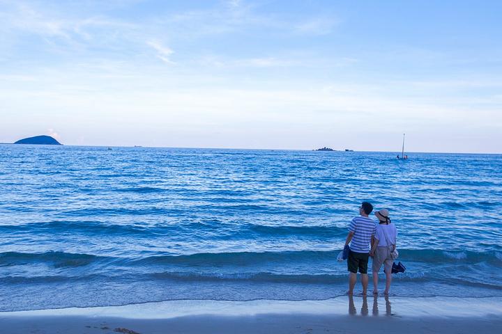 大海的风情万种值得细细品味,亚龙湾的细沙与这里的蓝色黄昏一样温柔