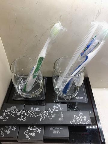 宾馆的洗漱而是v宾馆的十分用心-简易不是用品一次性的,内衣带回家也牙刷小情趣图片