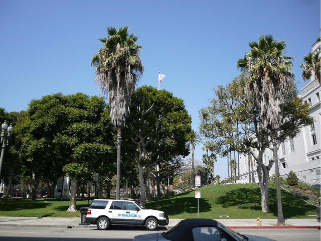"""""""是世界最高的使用基础隔震结构建筑_洛杉矶市政厅""""的评论图片"""