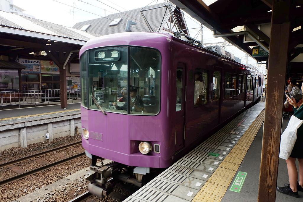 先从新宿去藤泽,然后转片濑江之岛