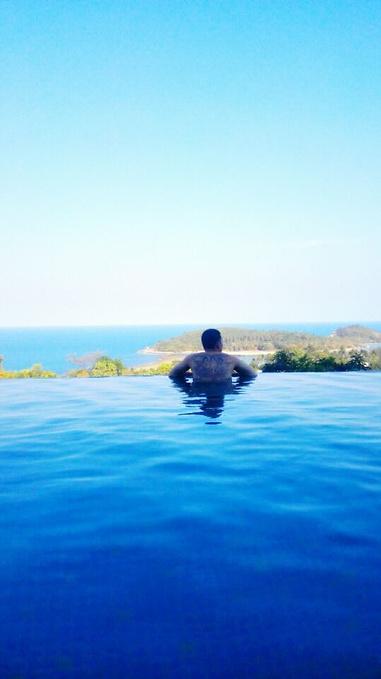 kc酒店泳池,适合傍晚游泳看风景