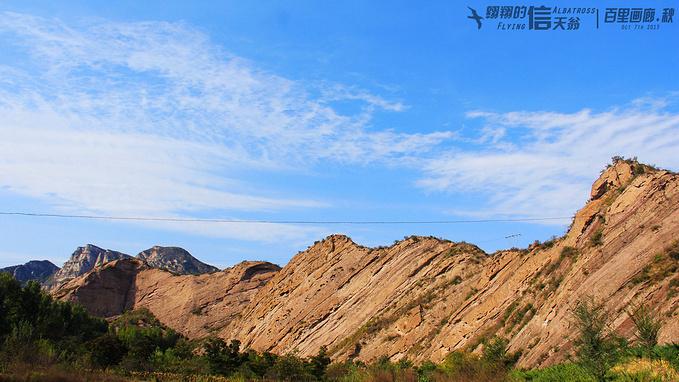 书剑锋是一种地质结构,叫做斜背结构,在山脚还有相关介绍.
