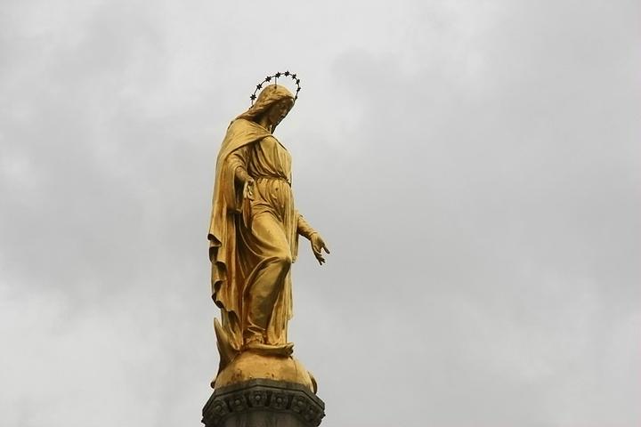 """教堂前圣母玛利亚和四天使纪念柱_圣母升天大教堂""""的评论图片"""