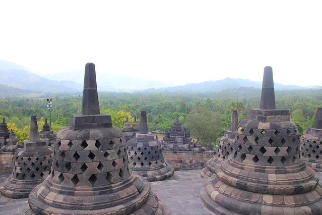 佛塔建造于公元九世纪(824 ad),婆罗浮屠佛塔是为供奉佛祖释迦牟尼