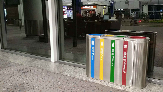 成都市双流国际机场垃圾桶
