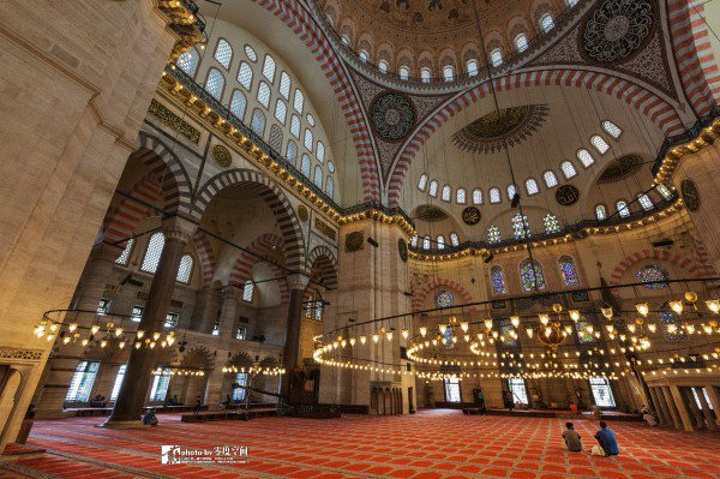 """""""它是由奥斯曼帝国鼎盛时期最著名的建..._苏莱曼清真寺""""的评论图片"""