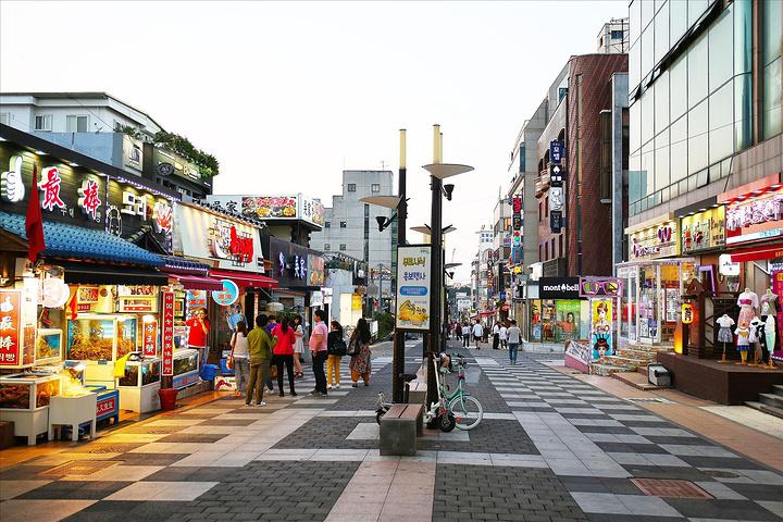 后来为了纪念2011年中国宝健集团1万名职员来济州岛旅游,便改名为宝健