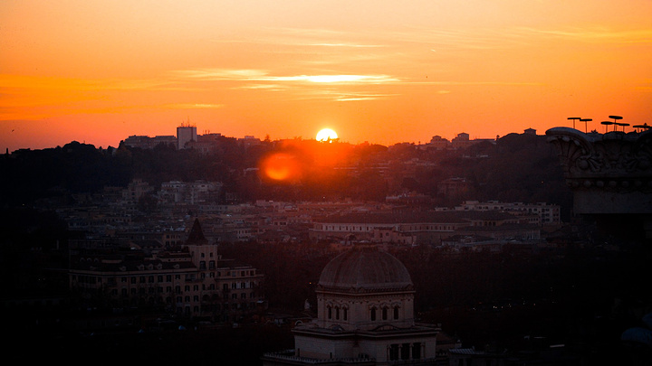 晴天的时候,在威尼斯广场的顶层看落日,感觉超暖的 夕阳斜照的余辉
