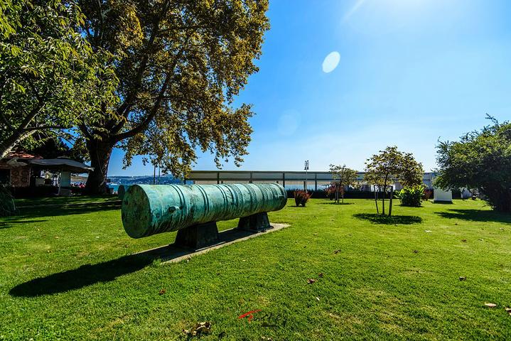 """""""建于19世纪中叶,座落在博斯普鲁斯海峡的..._多尔马巴赫切宫""""的评论图片"""