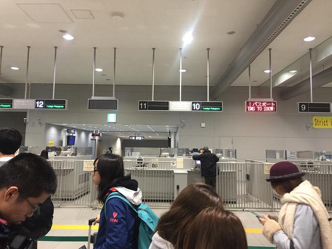 晚上11点多到达关西机场入境处,整架飞机都是中国人,大家很有秩序安静