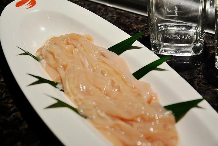 这鸭肠也算是下火锅的经典菜品之一了,不需要在锅里煮很久就可以捞上