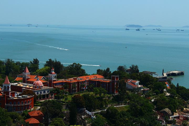 站在鼓浪屿最高处看全岛的风景,各式各样的建筑,感觉特别好.